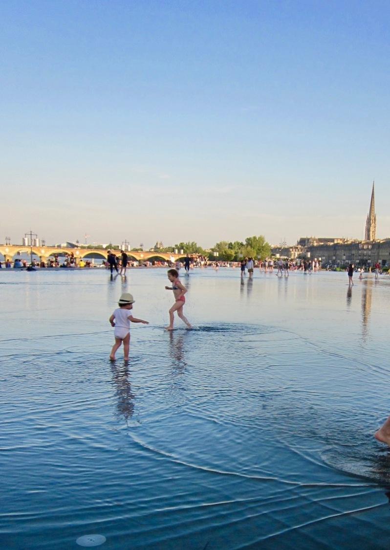 le miroir d'eau à 19h Bordeaux