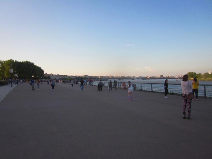 quai des Chartrons en début de soirée