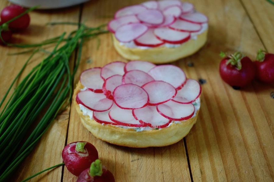 tartelette aux radis rose et au fromage frais