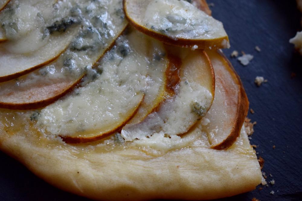 Pizza aux poires & au gorgonzola